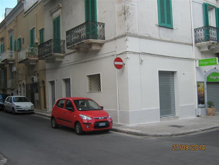 Negozio / Locale in affitto a Monopoli, 2 locali, prezzo € 700 | CambioCasa.it