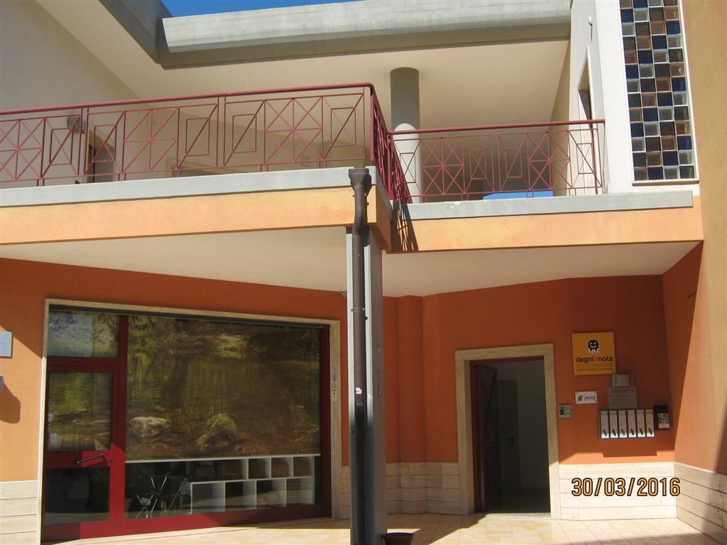 Ufficio / Studio in vendita a Monopoli, 3 locali, prezzo € 165.000 | Cambio Casa.it