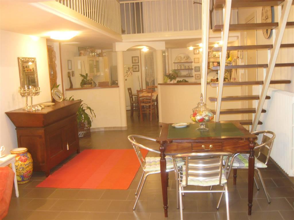Appartamento in affitto a Monopoli, 5 locali, prezzo € 800 | CambioCasa.it
