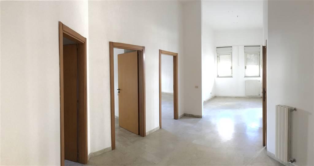 Ufficio / Studio in affitto a Monopoli, 9 locali, prezzo € 2.000 | Cambio Casa.it