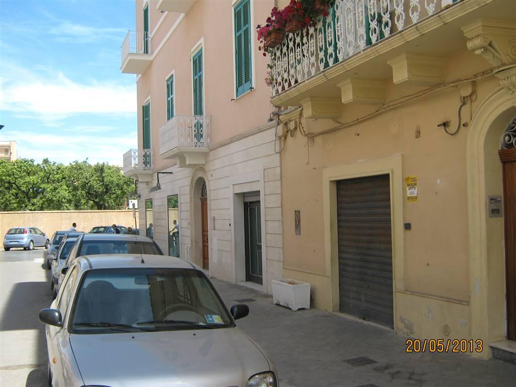 Negozio / Locale in affitto a Monopoli, 2 locali, prezzo € 600   CambioCasa.it