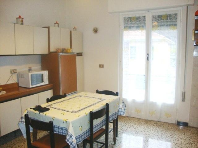 Appartamento in vendita a Vado Ligure, 7 locali, zona Località: SANTERMETE, prezzo € 245.000 | Cambio Casa.it