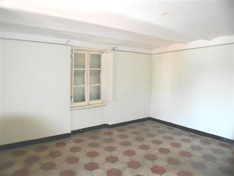 Appartamento in vendita a Quiliano, 4 locali, zona Zona: Valleggia, prezzo € 80.000   Cambio Casa.it