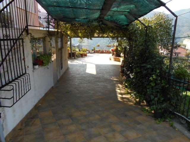Villa a Schiera in vendita a Vado Ligure, 8 locali, zona Località: SEGNO, prezzo € 450.000   Cambio Casa.it