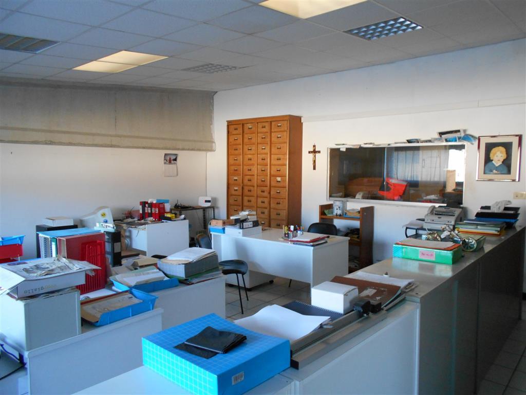 Ufficio / Studio in vendita a Savona, 3 locali, zona Zona: LeginoZinola, prezzo € 400.000 | Cambio Casa.it