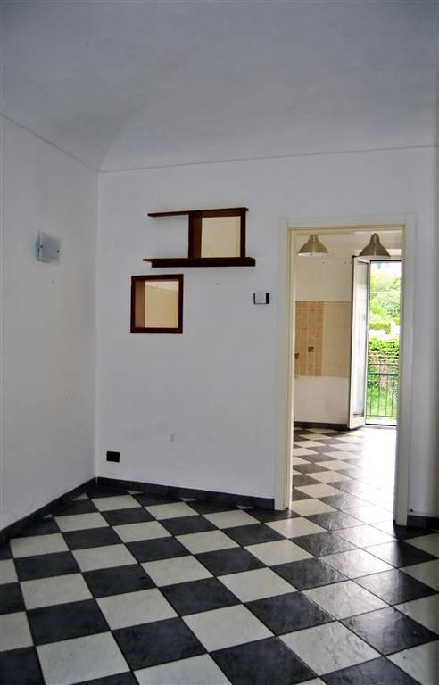 Appartamento in vendita a Savona, 5 locali, zona Zona: Lavagnola, prezzo € 85.000 | Cambio Casa.it