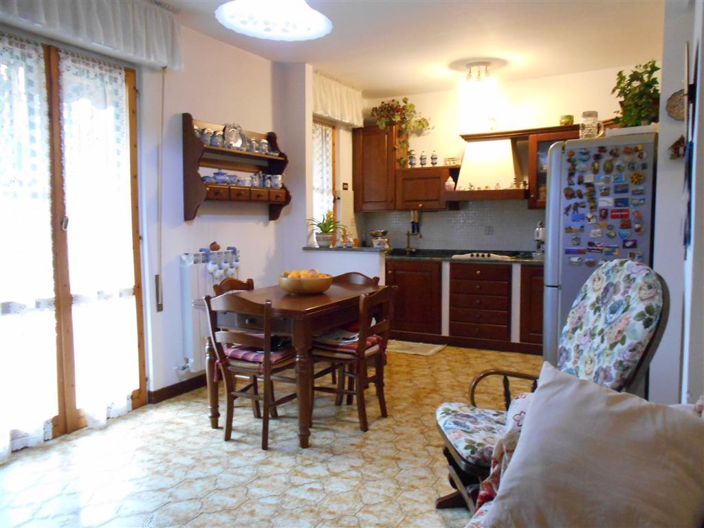 Appartamento in vendita a Vado Ligure, 6 locali, zona Località: SANTERMETE, prezzo € 200.000 | Cambio Casa.it