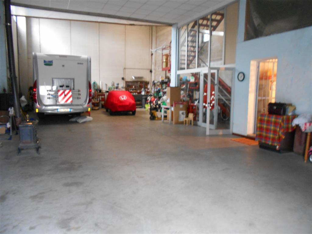 Magazzino in vendita a Vado Ligure, 4 locali, prezzo € 350.000 | Cambio Casa.it