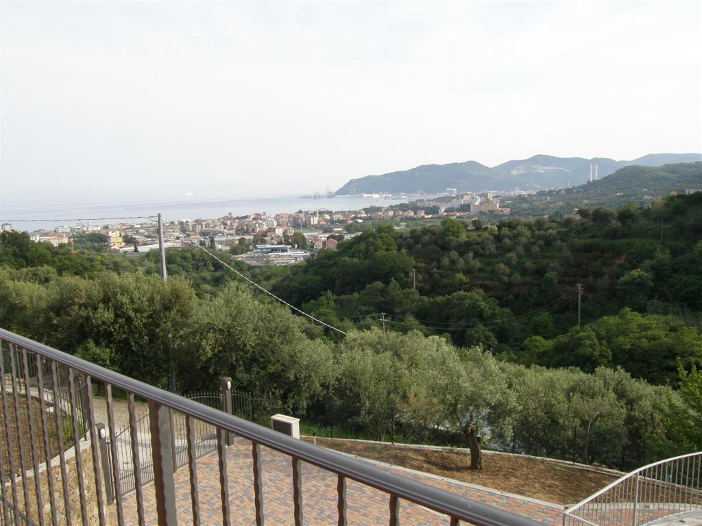 Villa in vendita a Savona, 7 locali, zona Zona: LeginoZinola, prezzo € 600.000 | Cambio Casa.it