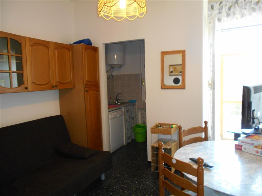 Appartamento in vendita a Quiliano, 4 locali, zona Zona: Valleggia, prezzo € 115.000   Cambio Casa.it