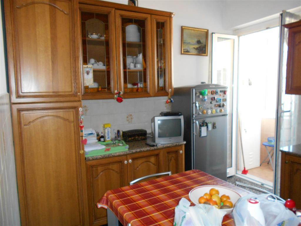 Appartamento in vendita a Quiliano, 5 locali, zona Zona: Valleggia, prezzo € 160.000   Cambio Casa.it