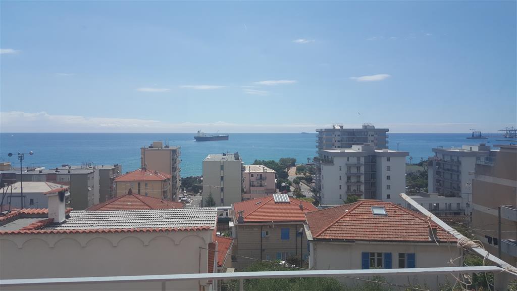 Appartamento in affitto a Savona, 4 locali, zona Zona: LeginoZinola, prezzo € 650 | Cambio Casa.it