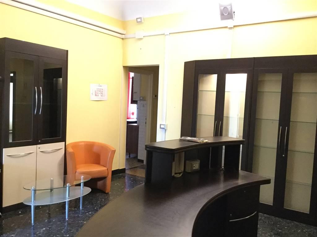 Attività / Licenza in affitto a Savona, 9 locali, zona Zona: Centro, prezzo € 1.500 | Cambio Casa.it