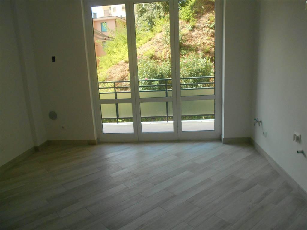 Appartamento in vendita a Spotorno, 4 locali, prezzo € 380.000   Cambio Casa.it