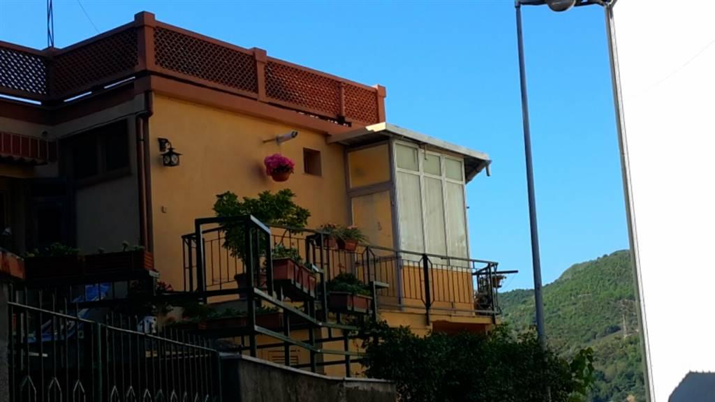 Villa in vendita a Savona, 6 locali, zona Zona: Villapiana, prezzo € 360.000 | Cambio Casa.it