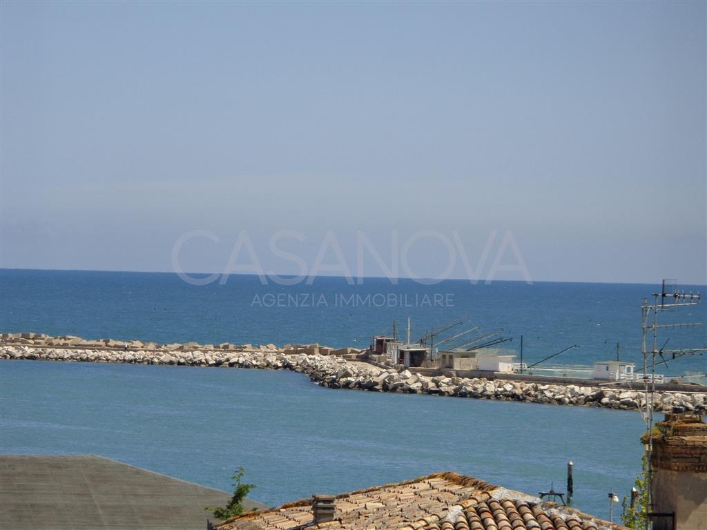 Appartamento in vendita a Giulianova, 4 locali, prezzo € 280.000 | Cambio Casa.it