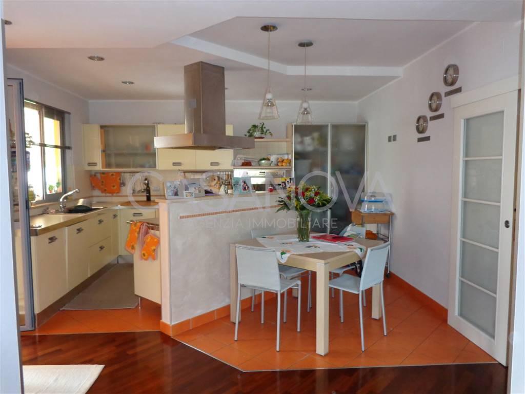 Appartamento in vendita a Giulianova, 4 locali, zona Località: LIDO, prezzo € 190.000 | CambioCasa.it