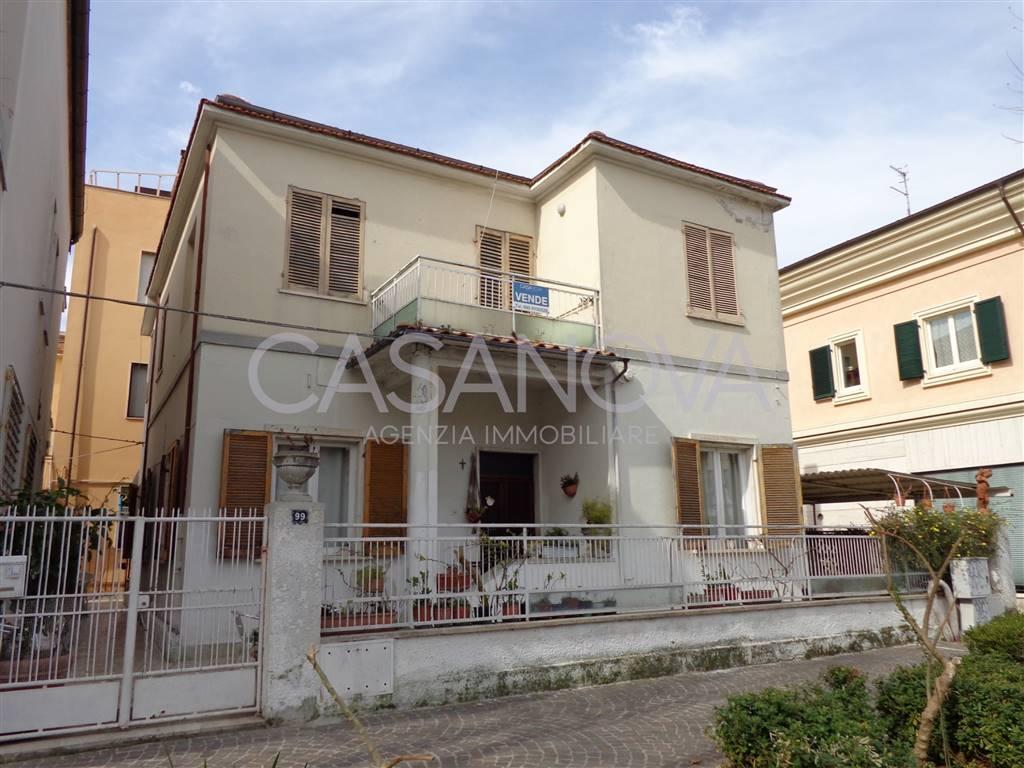 Appartamento in vendita a Giulianova, 4 locali, zona Località: LIDO, prezzo € 175.000 | Cambio Casa.it