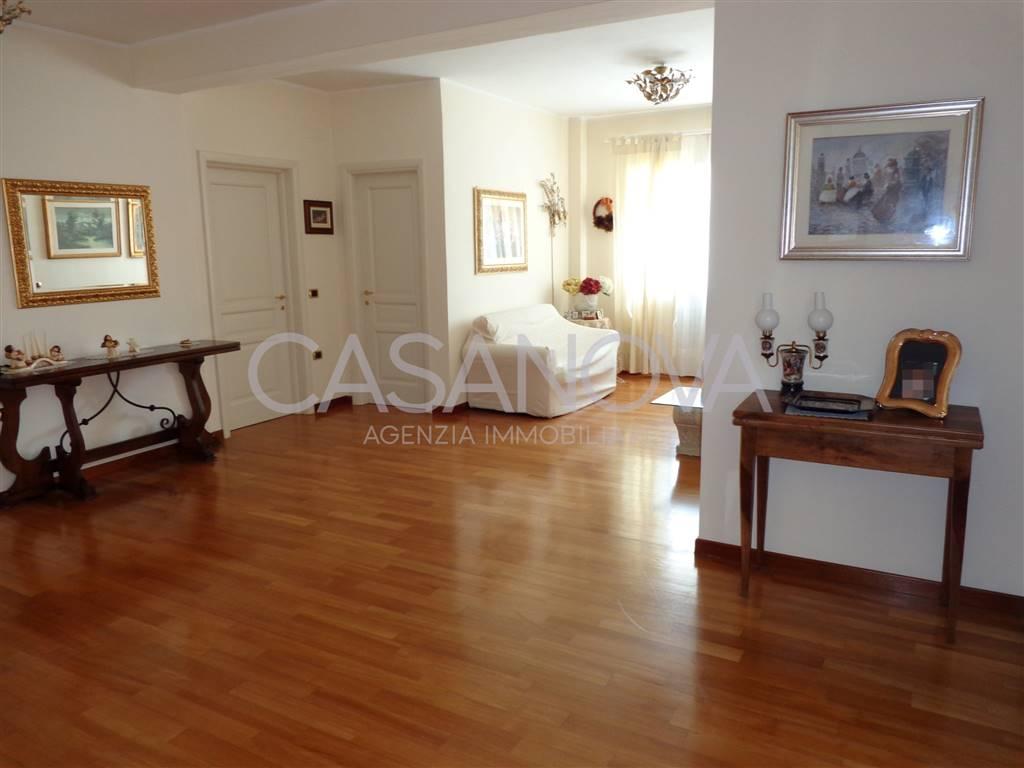 Appartamento in vendita a Giulianova, 4 locali, zona Località: LIDO, prezzo € 260.000 | Cambio Casa.it