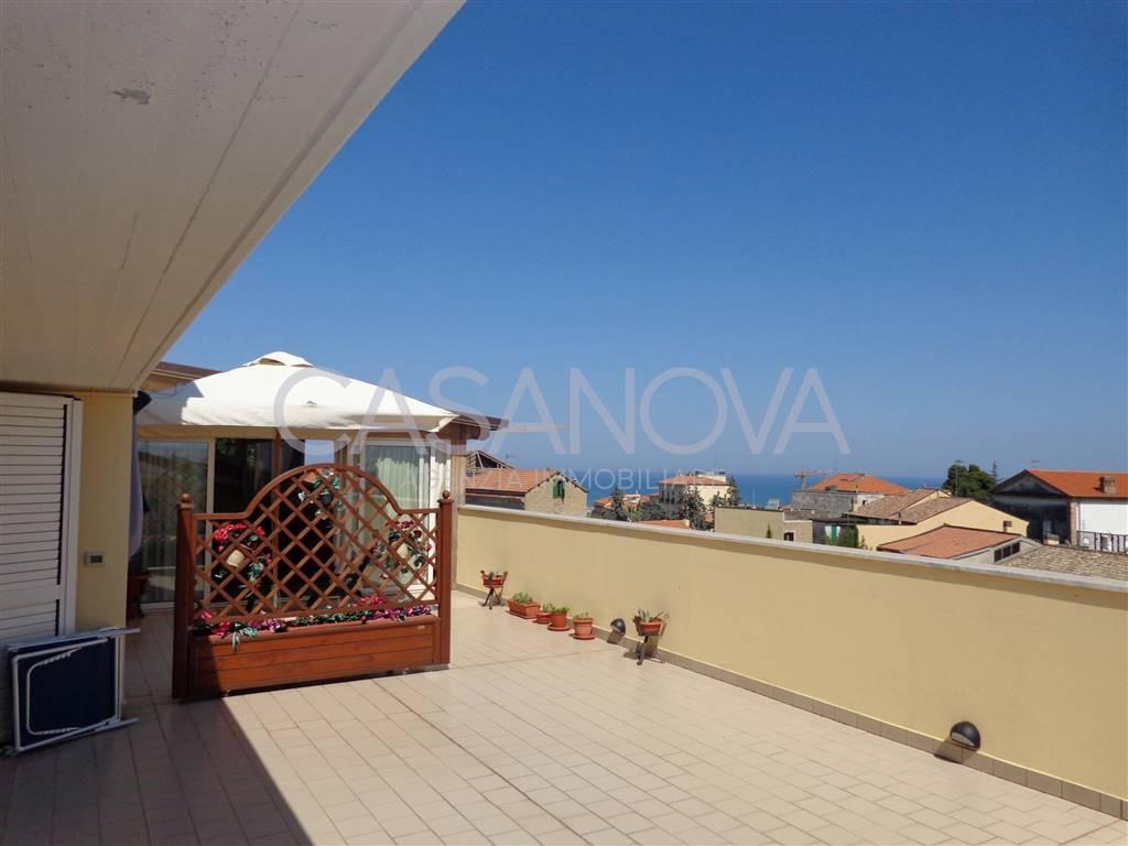 Appartamento in vendita a Giulianova, 3 locali, zona Località: ALTA, prezzo € 158.000 | CambioCasa.it