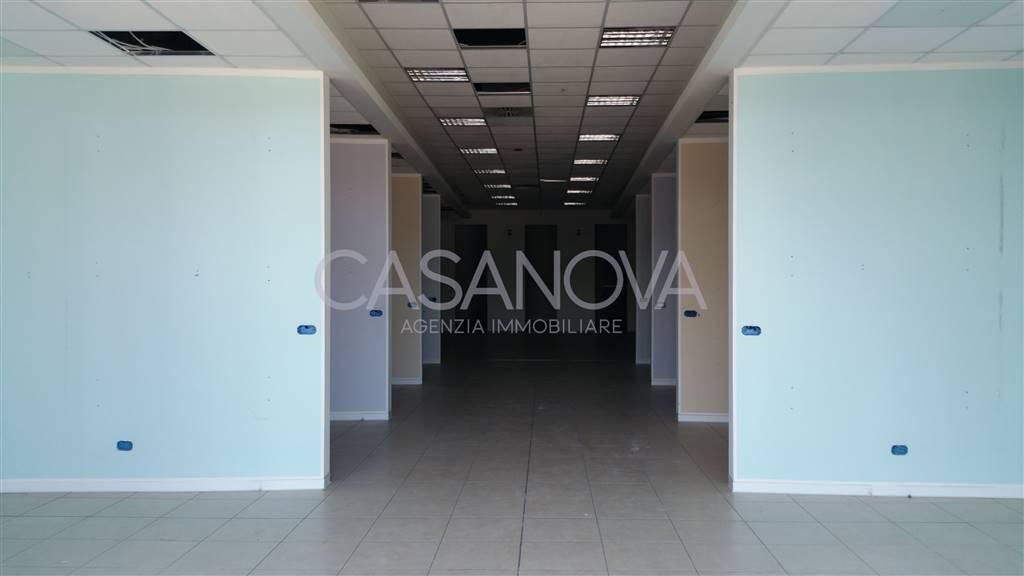 Negozio / Locale in vendita a Spoltore, 9999 locali, zona Zona: Villa Raspa, Trattative riservate | CambioCasa.it