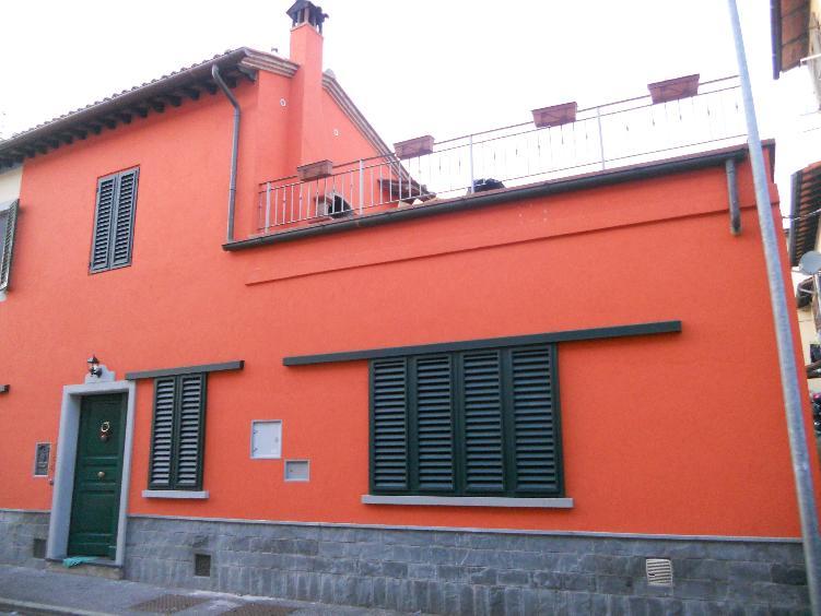 Soluzione Indipendente in vendita a Poggio a Caiano, 4 locali, prezzo € 250.000 | CambioCasa.it