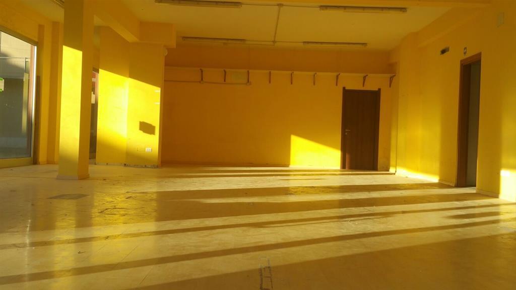 Negozio / Locale in affitto a Signa, 1 locali, prezzo € 2.500 | Cambio Casa.it