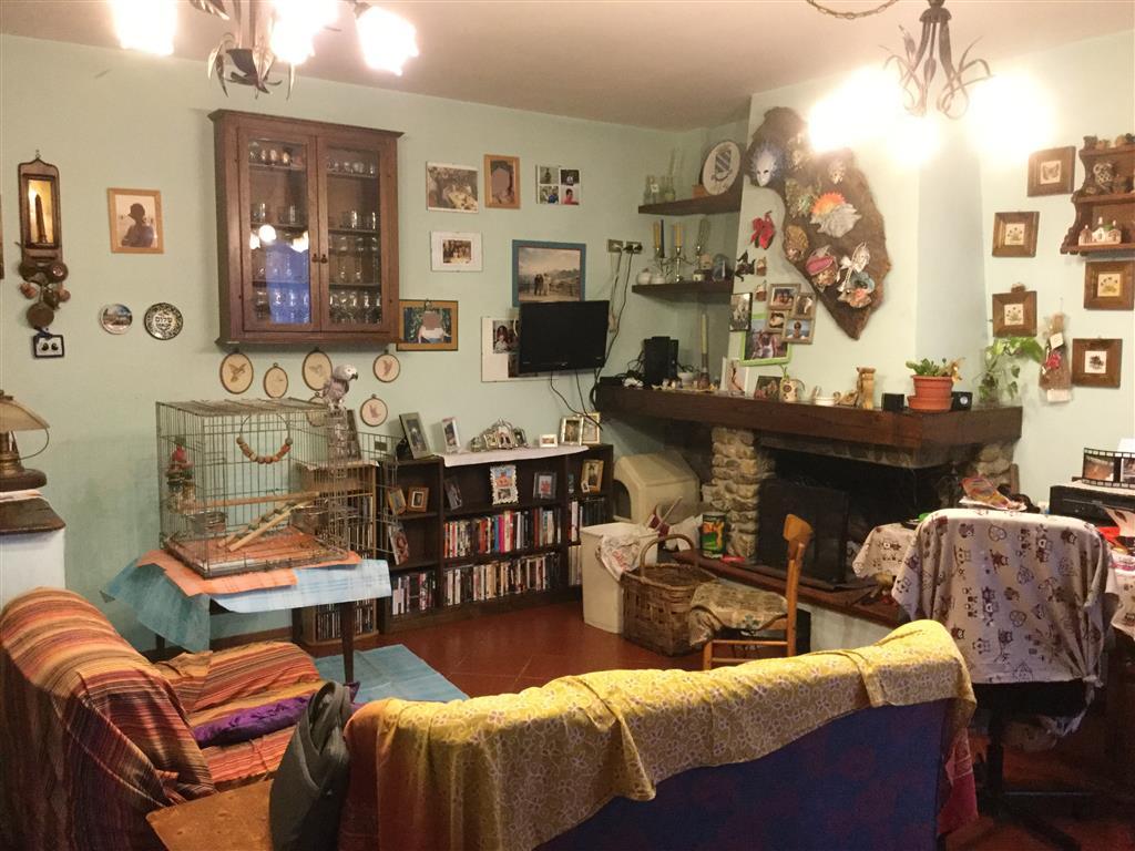Appartamento in vendita a Barberino di Mugello, 4 locali, prezzo € 190.000   Cambio Casa.it