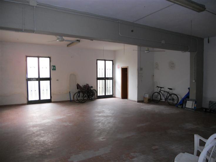 Capannone in affitto a Campi Bisenzio, 1 locali, prezzo € 1.600 | CambioCasa.it