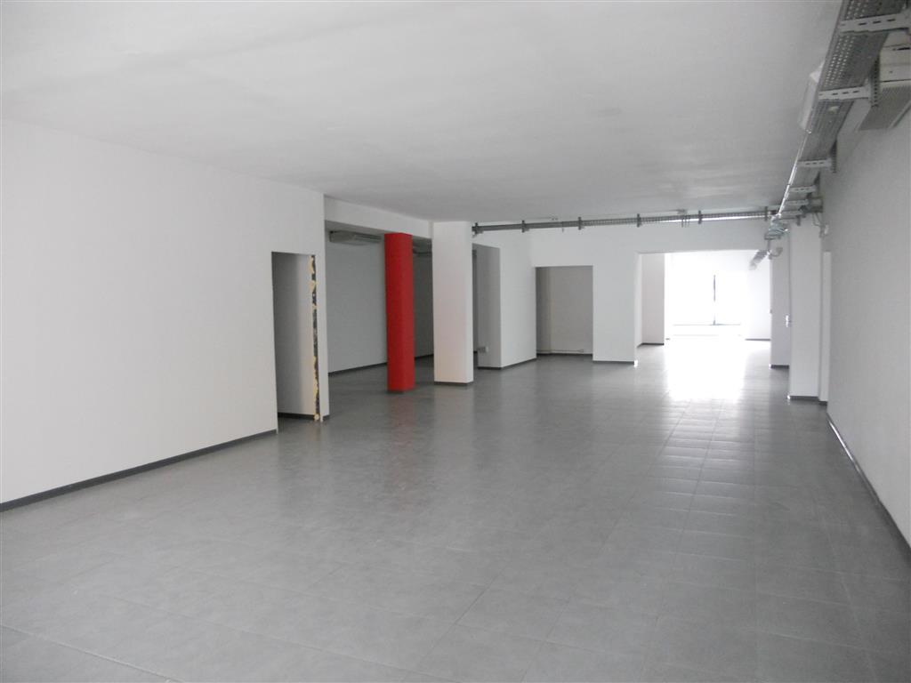 Negozio / Locale in affitto a Quarrata, 2 locali, prezzo € 2.300 | Cambio Casa.it