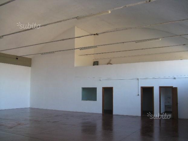 Capannone in affitto a Campi Bisenzio, 2 locali, prezzo € 2.000 | Cambio Casa.it