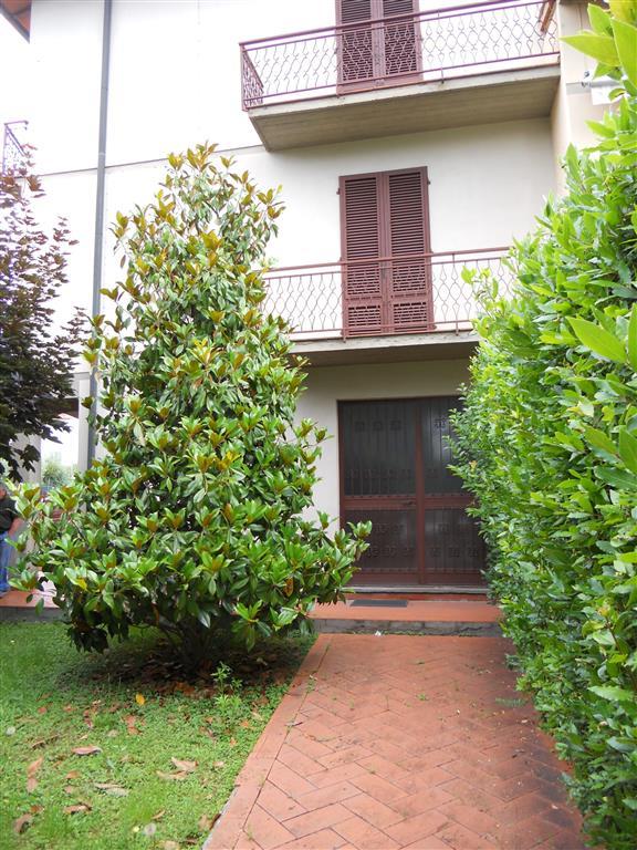 Soluzione Indipendente in vendita a Poggio a Caiano, 10 locali, prezzo € 450.000 | Cambio Casa.it