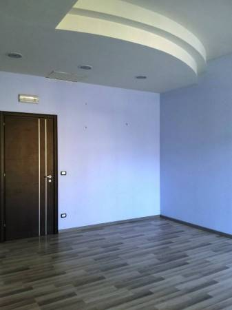 Negozio / Locale in affitto a Campi Bisenzio, 8 locali, prezzo € 4.000 | Cambio Casa.it