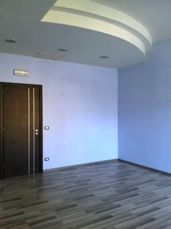 Negozio / Locale in affitto a Campi Bisenzio, 4 locali, prezzo € 2.000 | Cambio Casa.it
