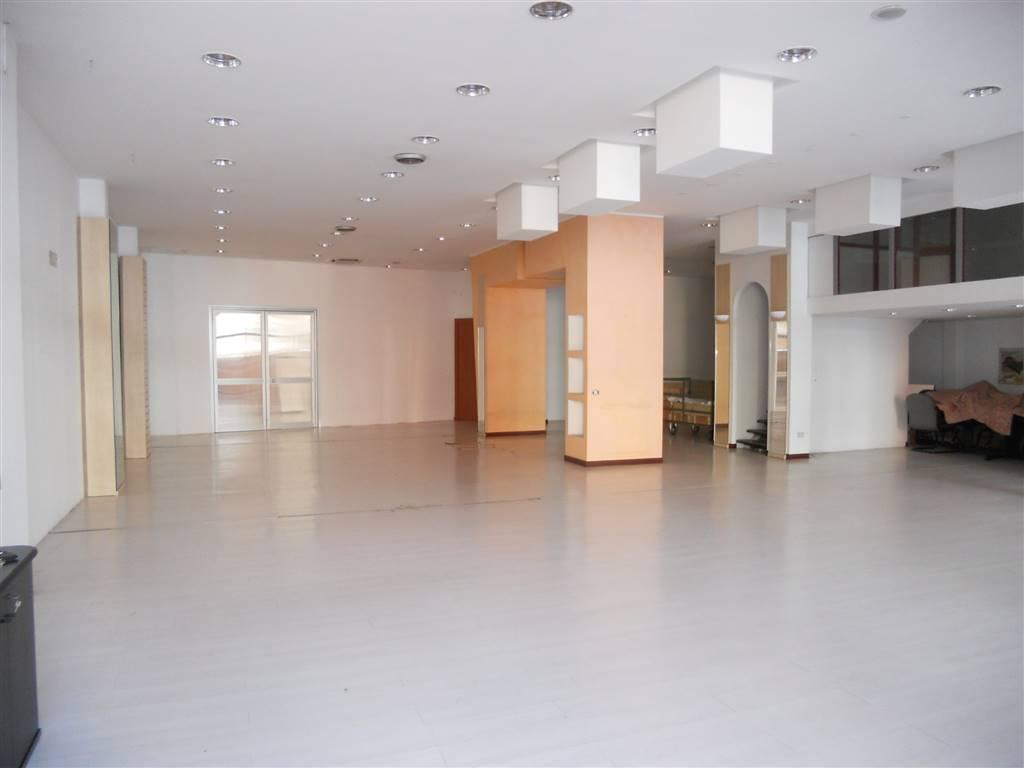 Negozio / Locale in vendita a Prato, 2 locali, zona Zona: Repubblica, prezzo € 300.000   Cambio Casa.it