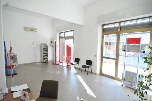 Negozio / Locale in vendita a Prato, 3 locali, zona Zona: Valentini, prezzo € 430.000 | CambioCasa.it
