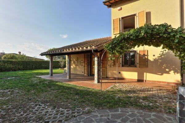 Villa in affitto a Signa, 8 locali, zona Zona: Lecore, prezzo € 1.500 | CambioCasa.it