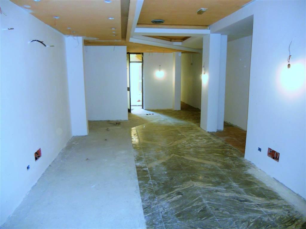 Negozio / Locale in affitto a Campi Bisenzio, 3 locali, zona Zona: Santa Maria, prezzo € 800 | CambioCasa.it
