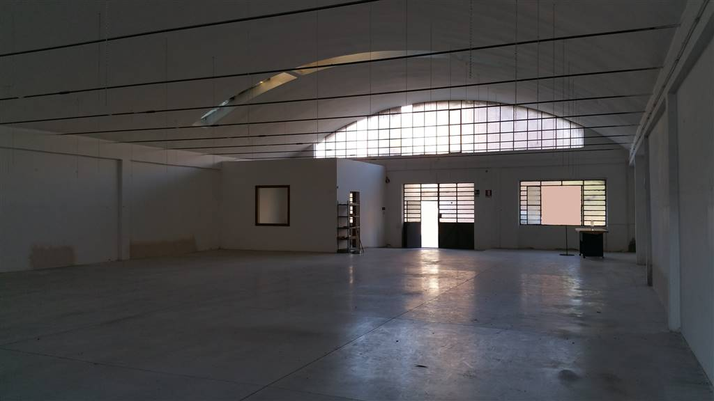 Capannone in affitto a Campi Bisenzio, 2 locali, zona Zona: Capalle, prezzo € 2.000 | CambioCasa.it