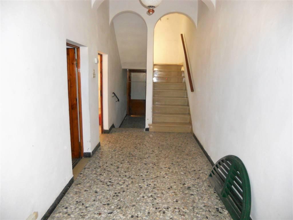 Soluzione Indipendente in vendita a Poggio a Caiano, 9 locali, prezzo € 250.000 | CambioCasa.it