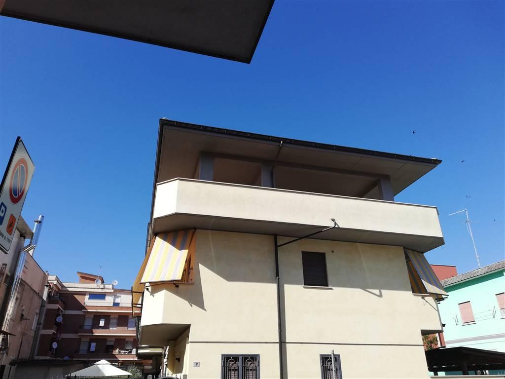Case in affitto a aprilia for Appartamento affitto aprilia arredato