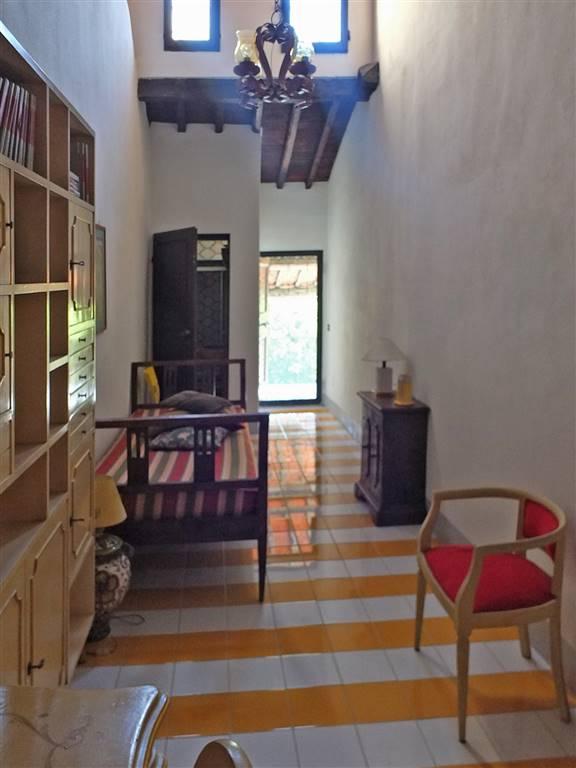studio/camera singola con bagno e loggia