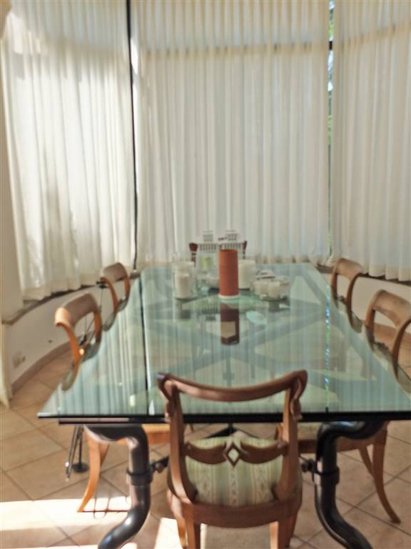 loggia con tavolo