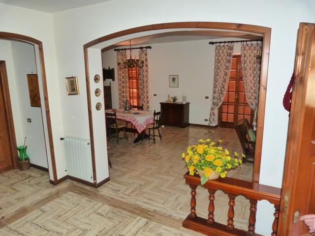 Villa in vendita a Anagni, 9 locali, prezzo € 280.000 | Cambio Casa.it