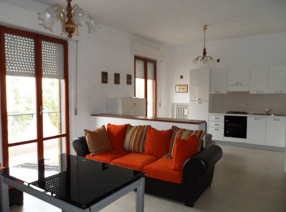 Appartamento in affitto a Falconara Marittima, 4 locali, prezzo € 400 | CambioCasa.it