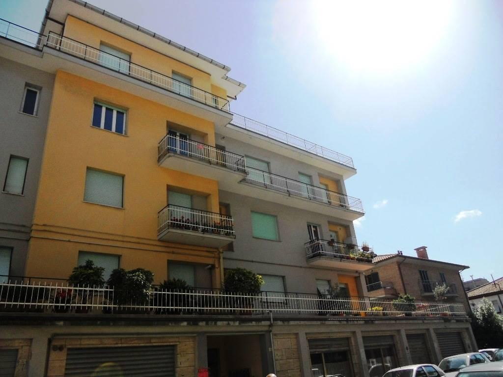 Appartamento in affitto a Chiaravalle, 4 locali, prezzo € 400 | CambioCasa.it