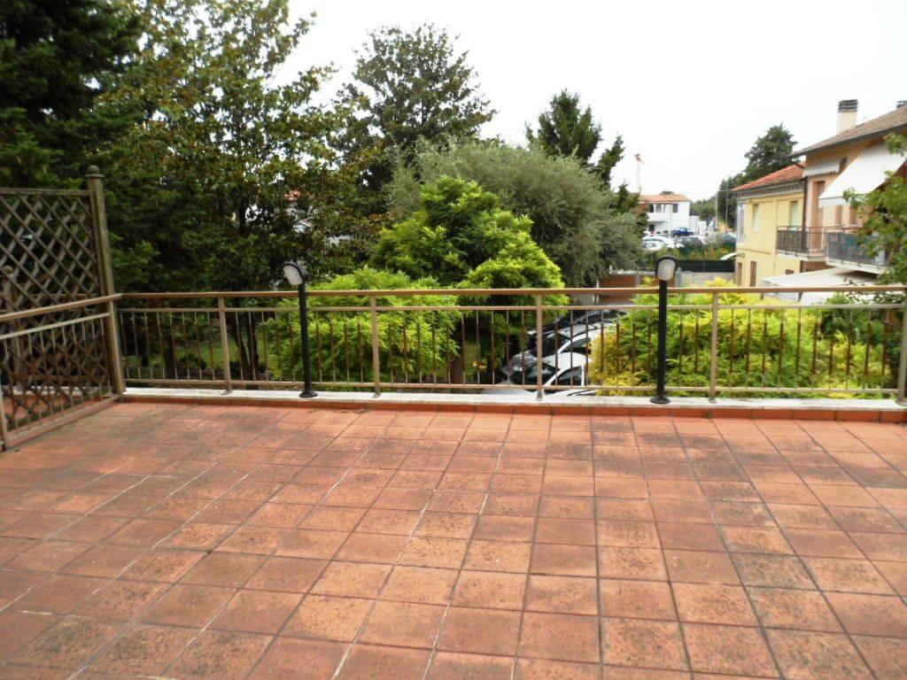 Appartamento in vendita a Camerata Picena, 3 locali, zona Località: PIANE, prezzo € 90.000 | CambioCasa.it