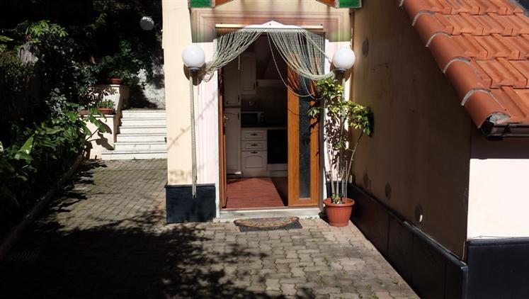 Appartamento in vendita a Savona, 4 locali, zona Zona: Villetta, prezzo € 160.000 | Cambio Casa.it