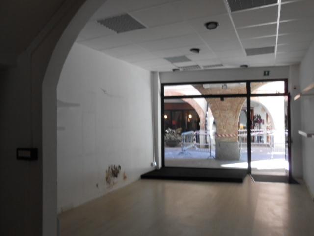 Negozio / Locale in affitto a Cairo Montenotte, 9999 locali, prezzo € 750 | Cambio Casa.it