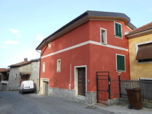 Soluzione Indipendente in vendita a Cairo Montenotte, 7 locali, prezzo € 170.000 | Cambio Casa.it